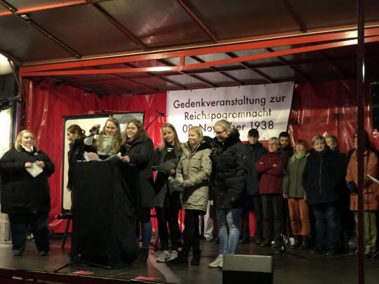 Gedenken Reichspogromnacht am 9.11.2017 - Schülerinnen vom Alice-Salomon-Berufskolleg