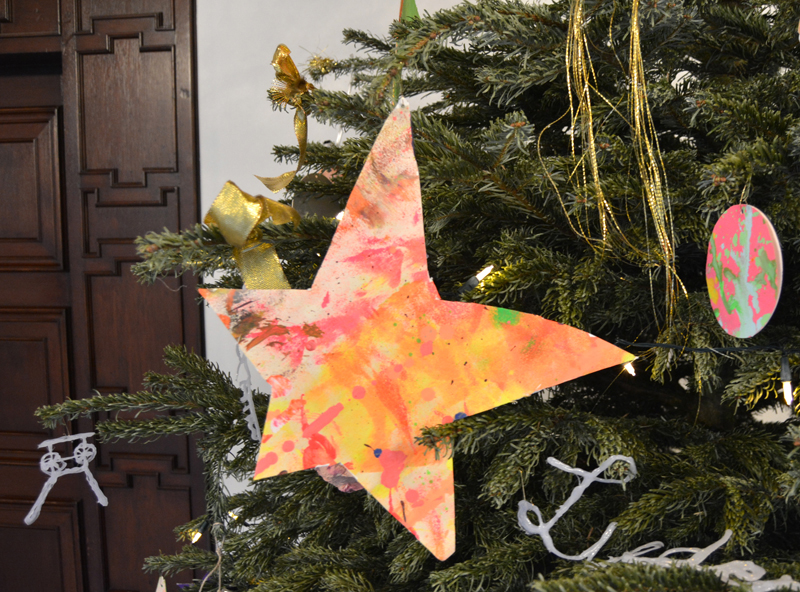 Wir wünschen ein frohes Weihnachtsfest und ein gutes neues Jahr ...