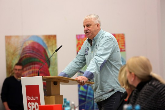 Parteitag der SPD Bochum #spdBOpt am 05.02.2018: Michael Cors, von der ThyssenKrupp-Betriebsgruppe der AfA Bochum, am Rednerpult (Foto: Werner Sure)