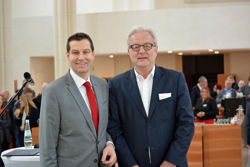 Michael Townsend (re.) mit OB Thomas Eiskirch