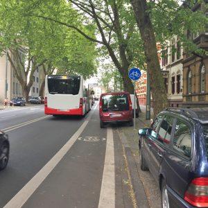 Ein dichtes Netz aus Bussen und Bahnen sichert die Mobilität der Menschen in Bochum. Auch der Radverkehr könnte gestärkt werden.