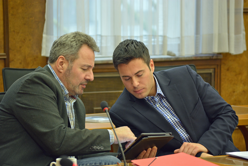 Bruno Sagurna (l.) ist Vorsitzender der SPD im Rat der Stadt Duisburg. Rechts: Geschäftsführer Marvin Rosenberger.