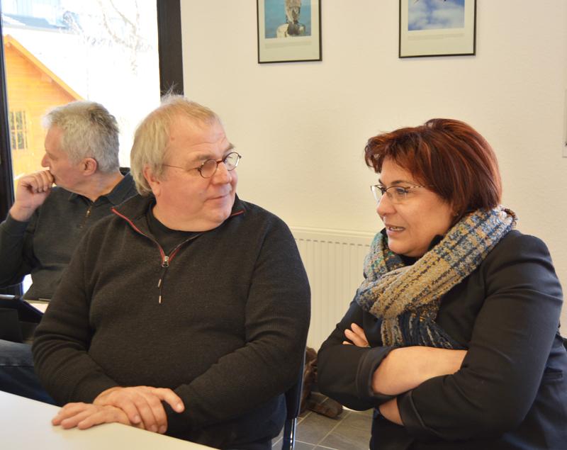 Johannes Scholz-Wittek und die Vorsitzende des Integrationsrates Khonaf Hajo.