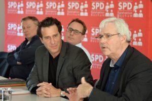 Eric Weik (Hauptgeschäftsführer der Industrie- und Handelskammer Mittleres Ruhrgebiet) und der Vorsitzende der SPD im Rat Dr. Peter Reinirkens