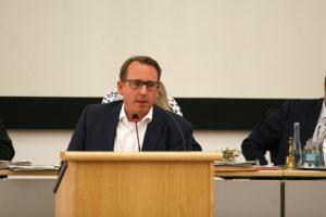 SPD-Ratsmitglied Burkart Jentsch freut sich über die Belebung des Aquella-Geländes.