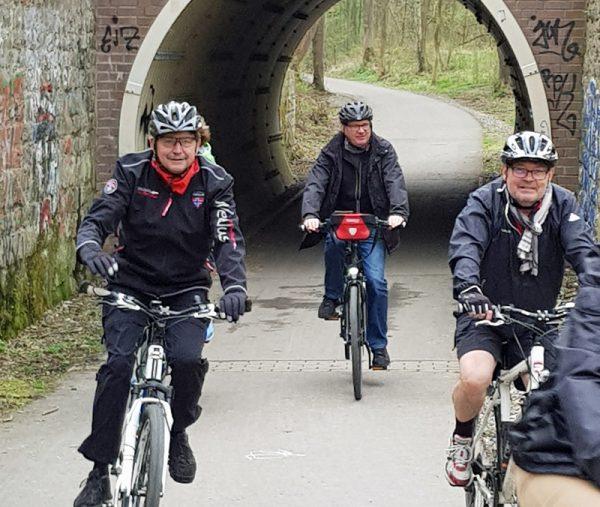 Über die Springorumtrasse ging es Richtung Schlosspark Weitmar. Die Verbindung zwischen Trasse und Park durch die kurzen Tunnel ist im vergangenen Jahr freigegeben worden.