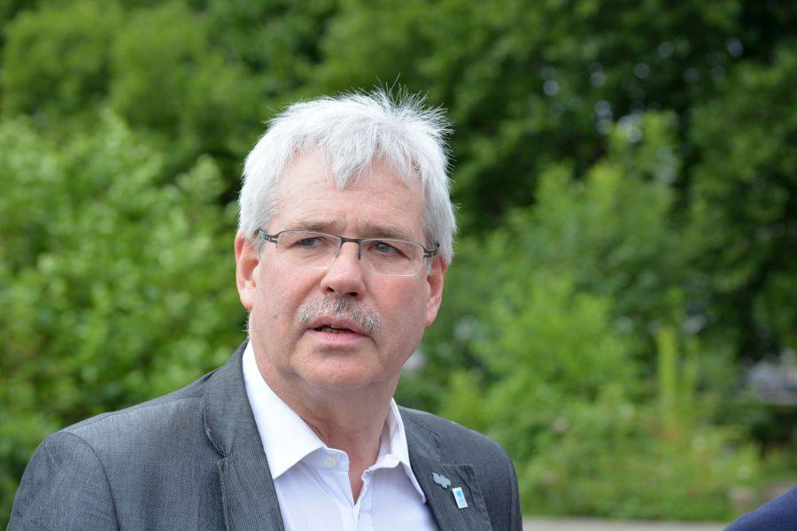 Dr. Peter Reinirkens und die anderen Mitglieder der Ratsfraktion möchten die Ausbreitung des Corona-Virus verlangsamen.