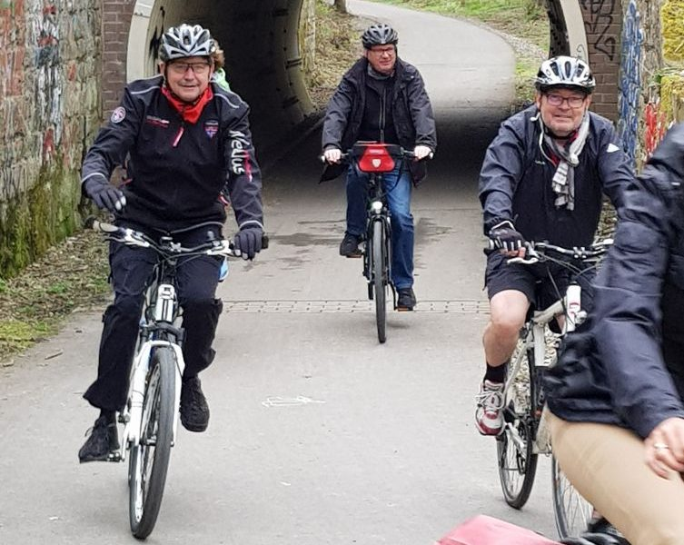 Mitglieder der SPD-Ratsfraktion bei einer Radttour