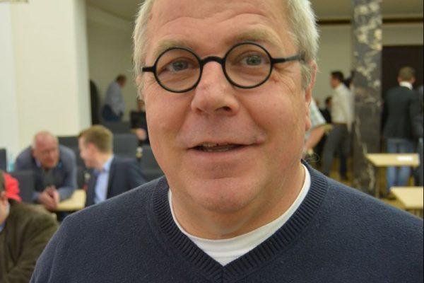Ratsmitglied Johannes Scholz-Wittek setzt sich für neue Trauerorte in Bochum ein.