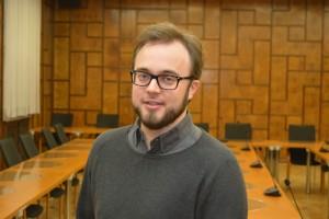 Ratsmitglied Dr. Bastian Hartmann setzt sich für eine barrierefreie Ausstellung für Blinde und sehbehinderte Menschen ein.