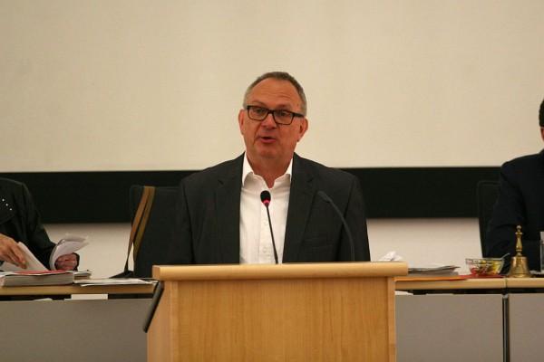 Dr. Hans Hanke,kulturpolitischer Sprecher der SPD-Ratsfraktion, setzt sich für ein Sanierungskonzept für Haus Kemnade ein.