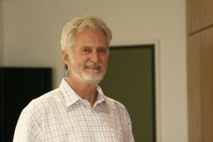 SPD-Ratsmitglied Hermann Päuser wünscht sich auf Bochums Spielplätzen mehr Schatten.