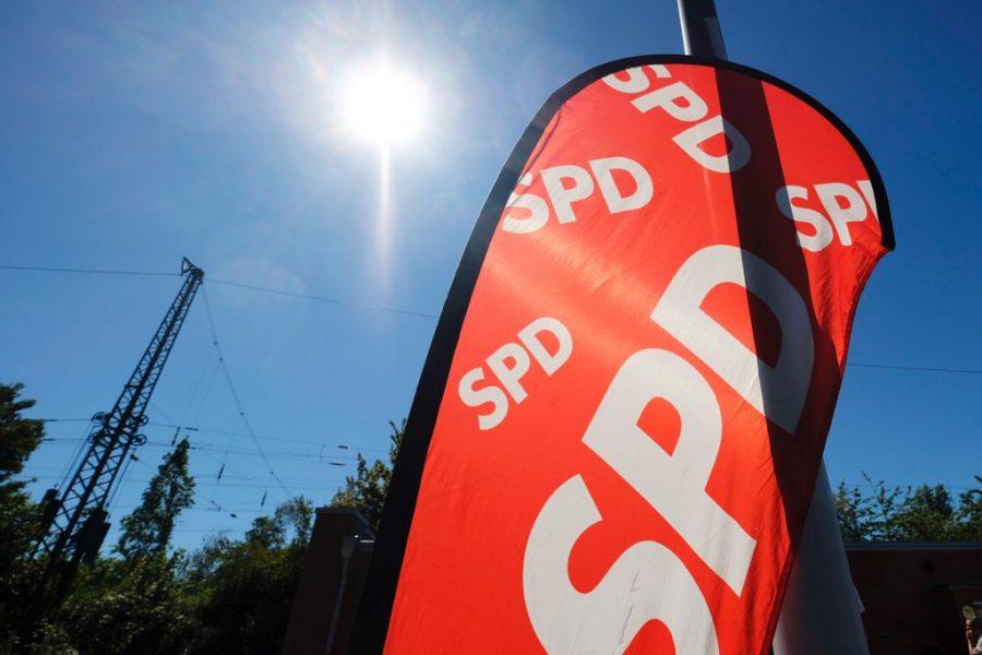 Neumitgliederempfang der SPD Bochum (01.07.2018): SPD-Banner im Sonnenschein
