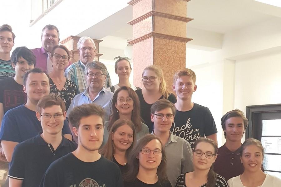 Teile der Juso Schüler*Innen Bochum zusammen mit SPD-Ratsmitgliedern nach der intensiven Diskussion im Bochumer Rathaus