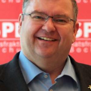 SPD-Ratsmitglied Jörg Czwikla freut sich über die Einführung der Notfalldosen.
