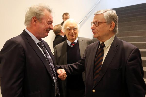 Festveranstaltung zu Ehren von Bernd Faulenbach und Christoph Zöpel: Hier beide Jubilare zusammen mit Jean Asselborn (links), Außenminister von Luxemburg