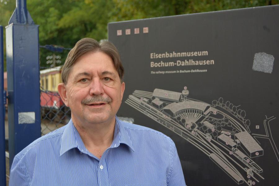 SPD-Ratsmitglied Klaus Hemmerling wünscht sich, dass das neue Empfangsgebäude des Eisenbahnmuseums im Frühjahr fertig wird.