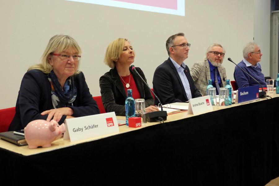 Parteitag der SPD Bochum #spdBOpt (12.01.2019): Das Präsidium des Parteitages: Bürgermeisterin Gaby Schäfer, Bezirksbürgermeisterin Andrea Busche und die Bezirksbürgermeister Marc Gräf, Henry Donner und Manfred Molszich
