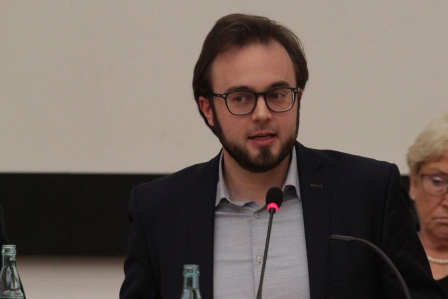 SPD-Ratsmitglied Dr. Bastian Hartmann hofft auf bessere Bedingungen für städtische Angestellte.