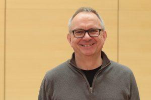Dr. Hans Hanke freut sich, dass der Bochumer Kulturschirm aufgespannt wird.