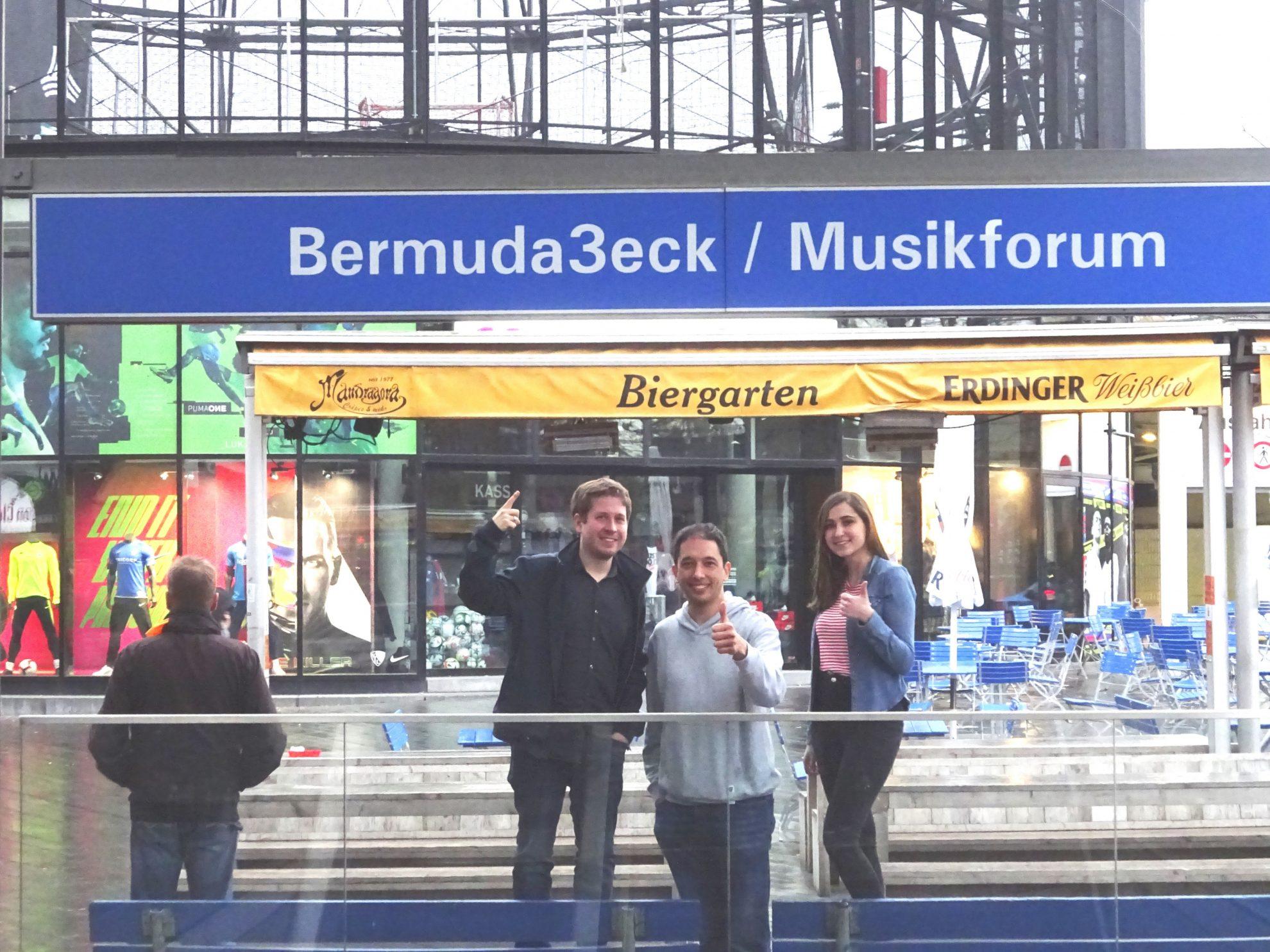 Kevin Kühnert, Oliver Basu Mallick und Jasmin Delvaux im Bermuda3eck Bochum