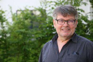 Hans-Peter Herzog, sportpolitischer Sprecher der SPD im Rat, setzt sich für Alternativen zum umstrittenen Kunststoffgranulat ein.