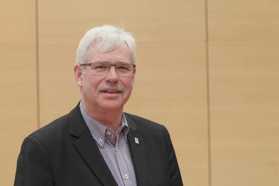 SPD-Fraktionsvorsitzender Dr. Peter Reinirkens freut sich über die Zustiftung des Fliednerhauses und damit über die Stärkung sozialer Projekte.