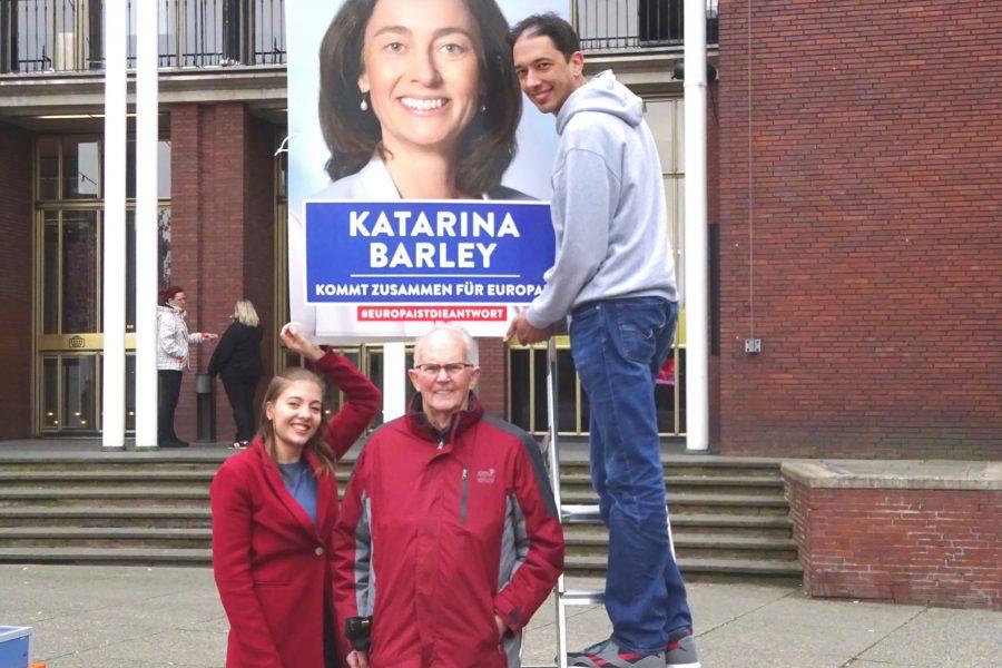 Wahlkampfauftakt 2019 mit (v.l.n.r.): Gracie Schürholz (18 Jahre, Schülerin, seit 2018 Juso-Mitglied), Werner Kowalewski (seit 65 Jahren SPD-Mitglied) und Oliver Basu Mallick, Bochumer EU-Kandidat