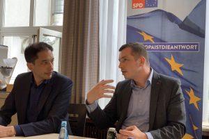Bei der AfA Bochum diskutierten Oliver Basu Mallick und Stefan Gran mit den Beschäftigten über die Europapolitik der Gewerkschaften und der SPD