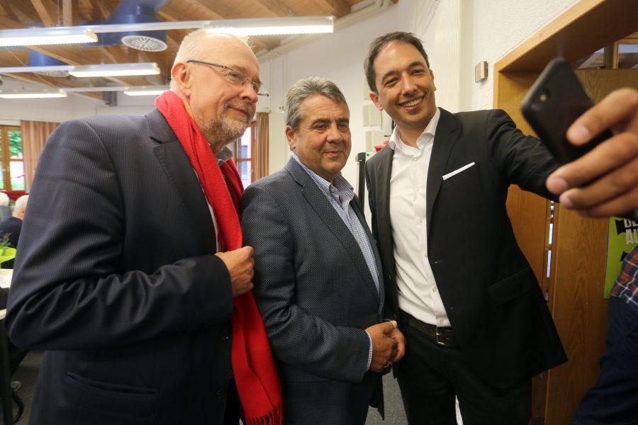 Bochums Bundestagsabgeordneter Axel Schäfer, der Bundestagsabgeordnete Sigmar Gabriel und Oliver Basu Mallick, der Kandidat der SPD Bochum zur Europawahl