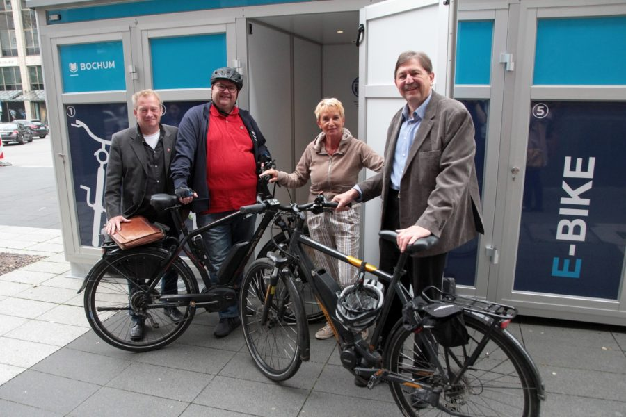 Unsere Ratsmitglieder Stephan Kosel (v.l), Jörg Cziwkla, Martina Schmück-Glock und Klaus Hemmerling fahren viel Rad und wissen, was Bochum noch braucht, um attraktiver für Radfahrer zu werden.