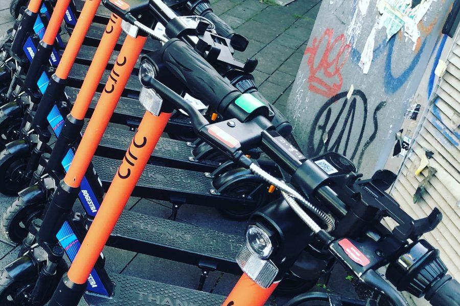 E-Scooter sind vor allem für Menschen mit Behinderung eine ernstzunehmende Gefahrenquelle.