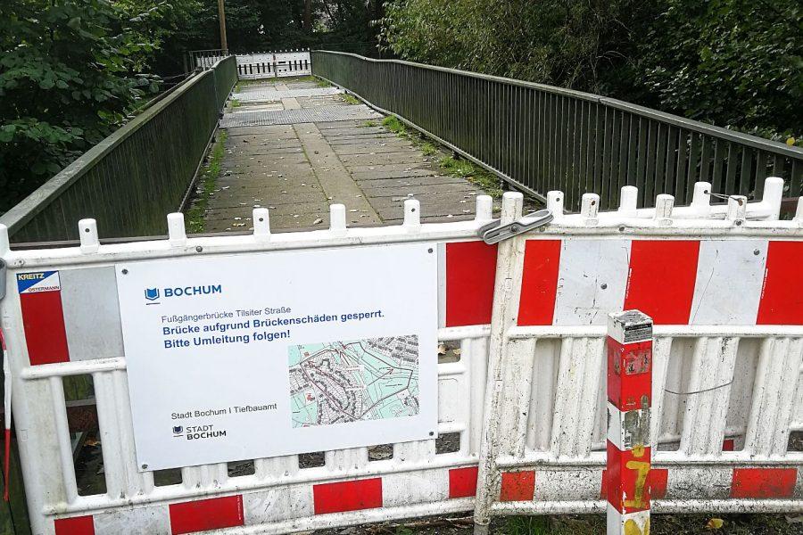 Noch ist die Brücke über den Hofsteder Bach gesperrt. Dank eines SPD-Antrages, wird sie aber erneuert.