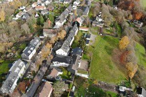 """Die Straße """"Am Sonnenberg"""" muss dringend erneuert werden. Die SPD im Rat will aber verhindern, dass auf die Anwohner unnötig hohe Kosten zukommen."""