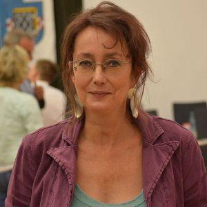SPD-Ratsfrau Simone Gottschlich hat Fragen zu den Straßensanierungen in Altenbochum.