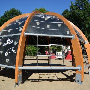 Lösungen wie das Planetarium wünscht sich Hermann Päuser auch für andere Spielplätze.