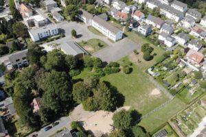 Der Schulhof der Grundschule Laer, der Bolzplatz und der Spielplatz sollen neu gestaltet und ein Treffpunkt für die Laerschen werden.