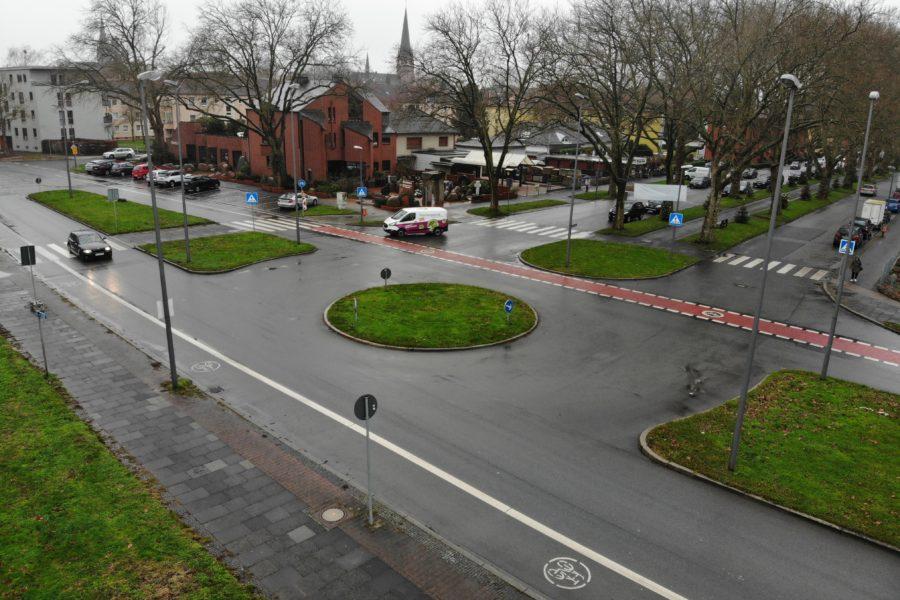 Der Verkehrsinsel im Kreisverkehr am Hauptfriedhof soll bald mit Wildblumen bepflanzt werden.